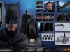 hot-toys-justice-league-batman-collectible-figure_pr7