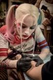 Margot Robbie robi tatuaż