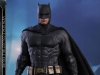 hot-toys-justice-league-batman-collectible-figure_pr1
