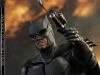 hot-toys-justice-league-tactical-suit-batman-002